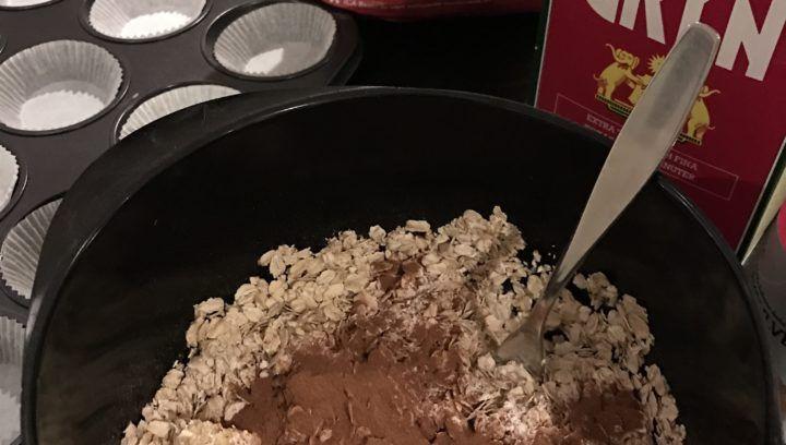 Nu ska du få ett recept på supergoda, gluten- och sockerfria, nyttiga och lättbakade bananmuffins. Smakar nyttigt 🙂 För ca 15 muffins. 6 ägg 3 bananer (gärna övermogna. Ger mer smak) Ca 3 1/2 dl havregryn (glutenfri) 3 tsk bakpulver 3 tsk kanel Blanda alla ingredienser till en jämn smet. Jag använde mig av en […]