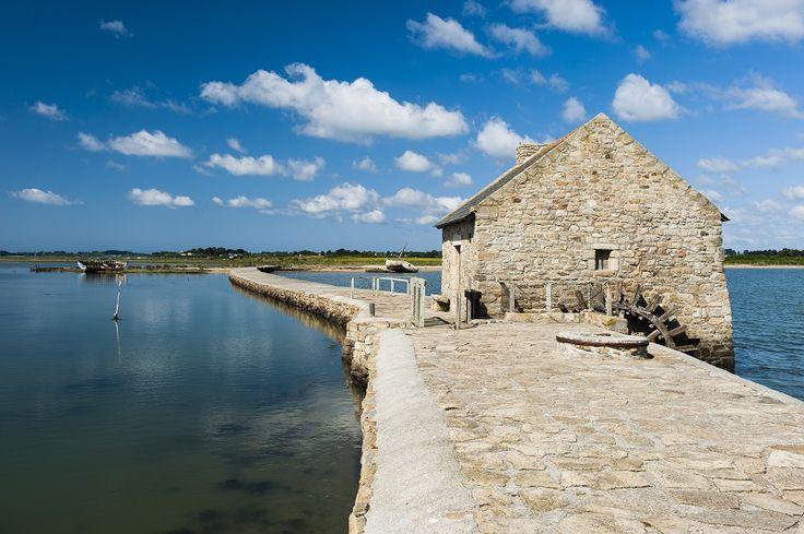 Ancien moulin à marée du Berno récemment restauré sur l'île d'Arz. Golfe du Morbihan. tidemill
