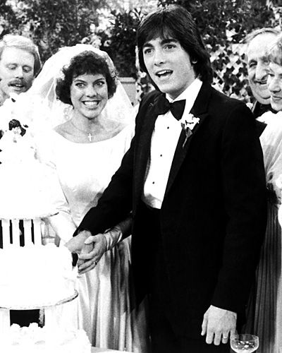 Happy Days' Joanie Cunningham  Joanie Cunningham (Erin Moran) and Chachi Arcola (Scott Baio) tied the knot in Happy Days' 1984 season finale. Joanie walked down the aisle in a boat-neck long-sleeved style with a voluminous train