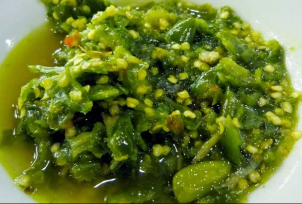 Resep sambal ijo merupakan salah  satu kuliner spesial   menurut Padang. Biasanya menggunakan gampang kita temukan pada rumah makan Padang dan tersaji bersam dengan rendang padang dan daun singkong.