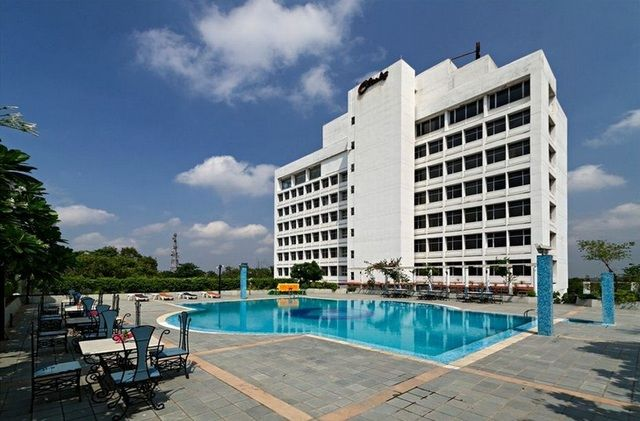 Clarks Avadh is one of the best 5 star hotel in #Lucknow. The hotel offers well decorated rooms, swimming pool, spacious lawns, rooftop #restaurant and a fitness center. The #hotel is located at a very short distance from Lucknow Railway Station. #luxuryatitsbest #fivestarhotels #hotelsindia
