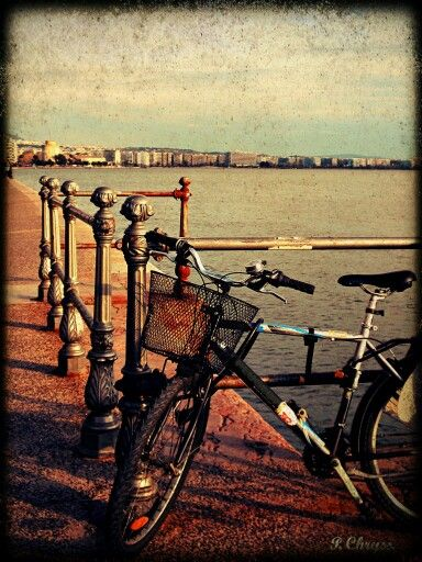 Bicycle in Thessaloniki! The youngest Greek town...