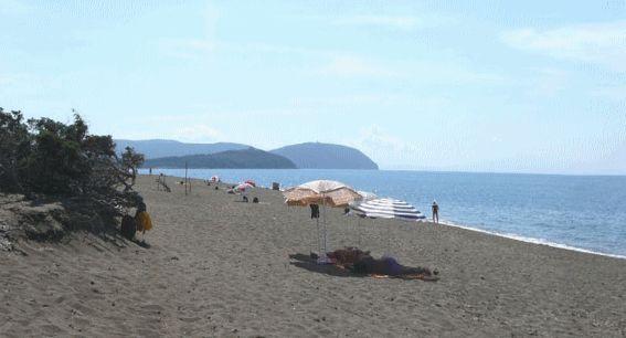 Spiaggia nudista Nido dell'Aquila, San Vincenzo, Toscana, Italia ::: ★★★