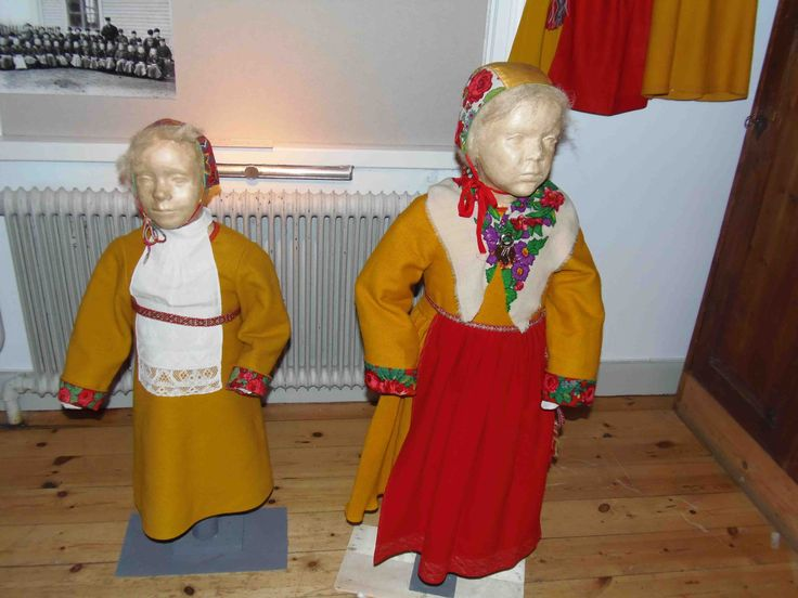 Gagnef children costumes.