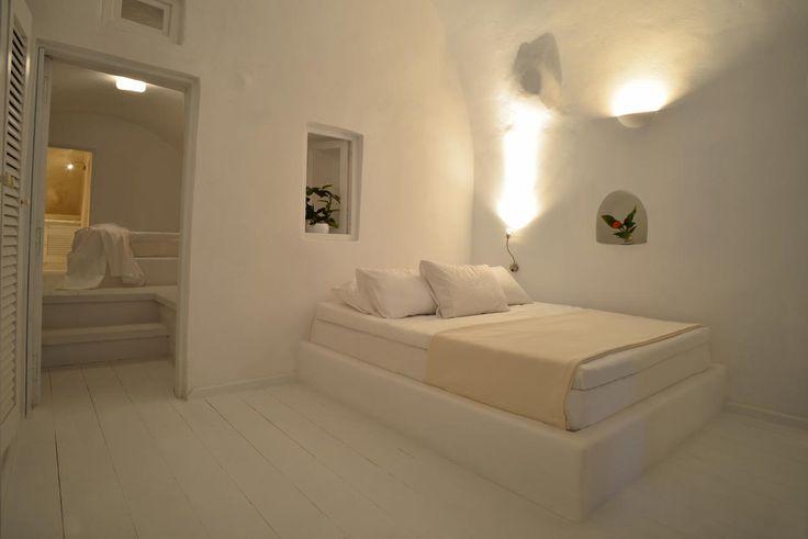 Earth Suite. Canvas Suites in Oia, Santorini
