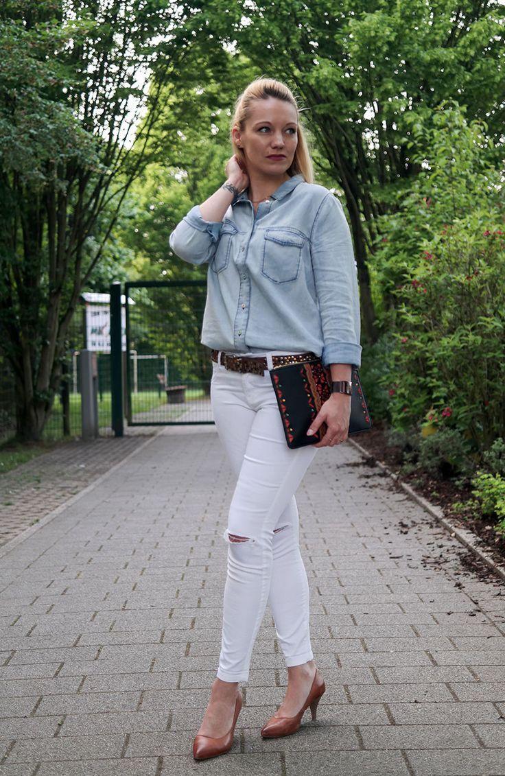 Hellblaues Jeanshemd & weiße Jeans | Weiße jeans, Jeans, Hemd