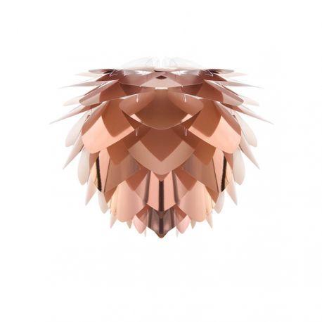 Elegant Silvia mini pendel i kobberfarve fra danske VITA. Lampen har et eksklusivt udtryk med dens flotte overflade. Se lamperne fra VITA i vores webshop.