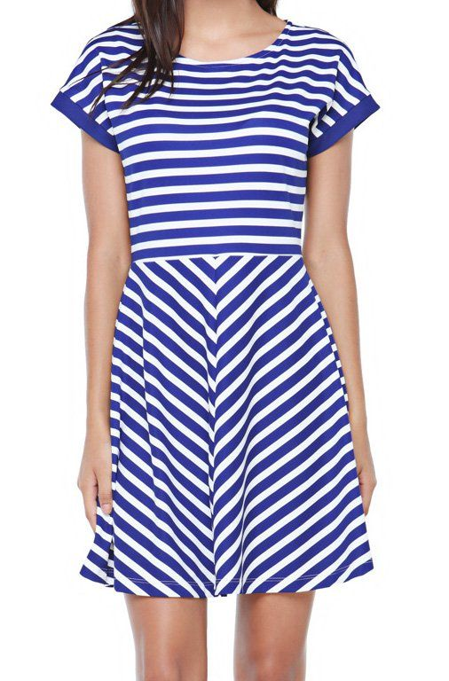 This figure-skimming piece is now available also in stripes. This dress is fully lined for a smooth and flattering fit. Designed for your comfort. Balance the shape with flats and favorite handbag. Round neck, tacking sleeves. http://zocko.it/LD4K8
