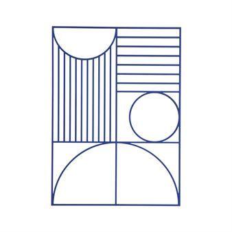 Den stilfulla Outline väggdekoration kommer från Ferm Living och är en Bauhaus-inspirerad väggprydnad tillverkad i laserskuret trä med ett geometriskt mönster. Väggdekorationen kan hängas med andra små konstverk på väggen eller bara som en individuell dekoration och kan även matchas med andra fina delar ur Outline-serien för en komplett look! Välj mellan olika färger.