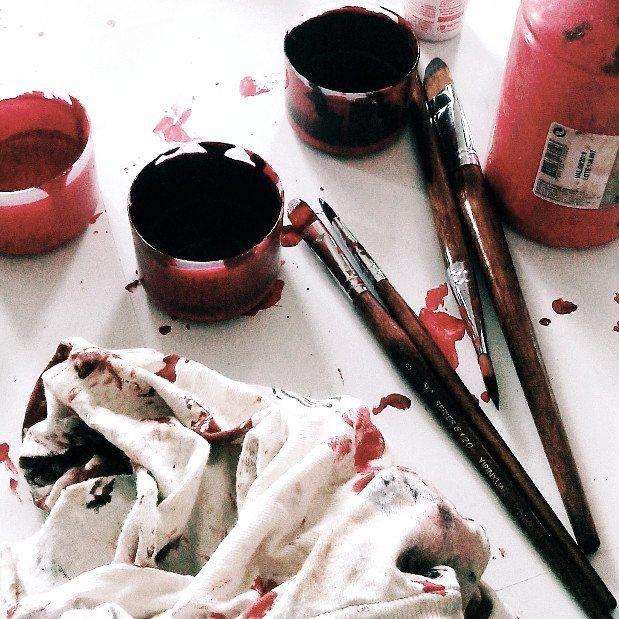 humanas.jpg 🎨 . . . . #tinta #pintura #arte #vermelho #pincel