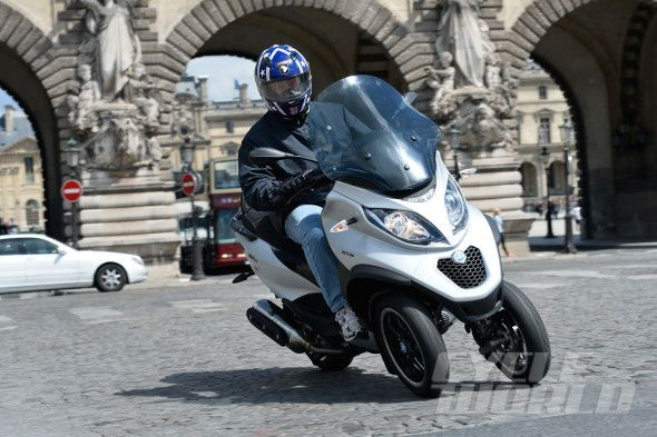 2015 Piaggio MP3 500 ABS on-road action shot