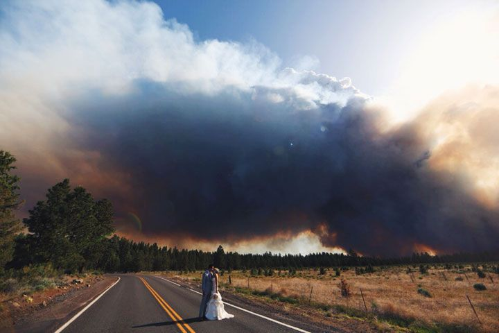 Une série photo de mariage extraordinaire lors d'un incendie de forêt