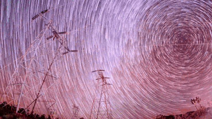 El cosmos nos reserva una de sus citas más bonitas para las calurosas noches de agosto. Se trata, cómo no, de la lluvia de meteoritos de las Perseidas. Además, este año hay más razones que nunca para salir al campo a presenciar este fenómeno. Habrá cinco veces más estrellas fugaces.