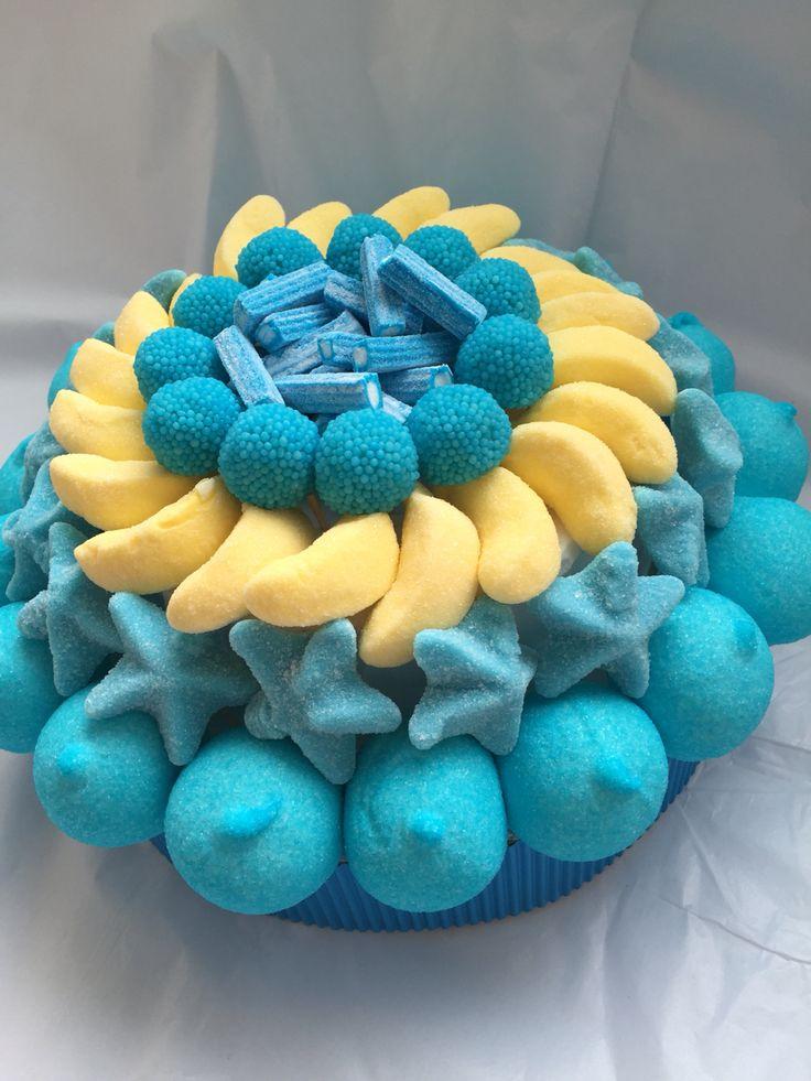Tarta de chuches azul y amarillo chuches golosinas - Mesa de chuches casera ...