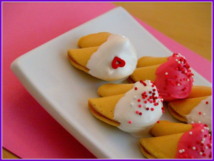valentine's day fortune cookies: Chocolates Chips, Pink Fortune Cookies, Cookies Valentines, Holidays Treats, Weird Facts, Valentines Day, Dips Fortune, Chocolates Dips, Cookies Fortune
