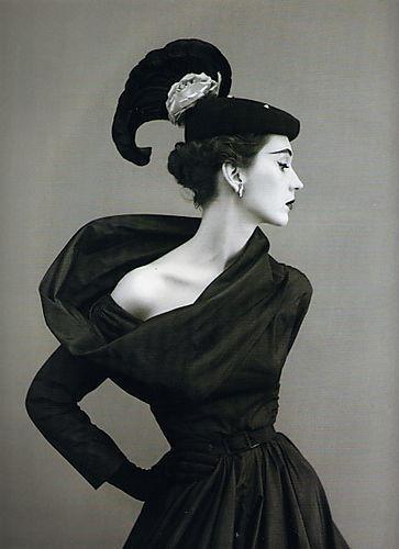 Dovima in Balenciaga - richard avedon Google Image Dovima-in-Balenciaga-1940s-photo-by-Richard-Avedon.jpg