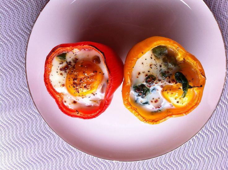 < Eiweiß-Rezept - leichte Linie  >    Paprika gefüllt mit Spinat und Ei     Zutaten:     6 Paprika (rot, gelb, grün)  400 g frischen Spina...
