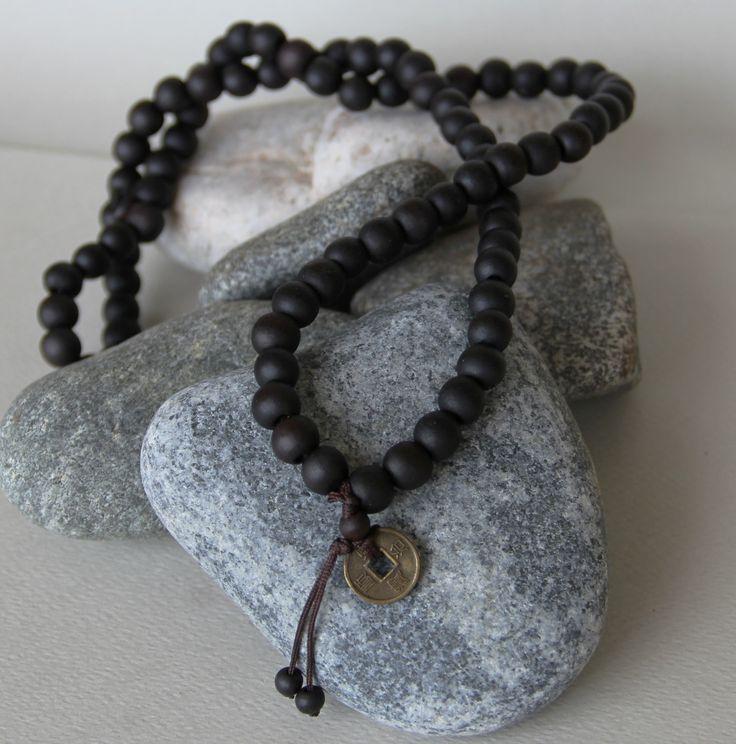 collier bouddhiste 108 perles de bois santal ( pendentifs au choix) : Bijoux pour hommes par made-with-love-in-aiacciu