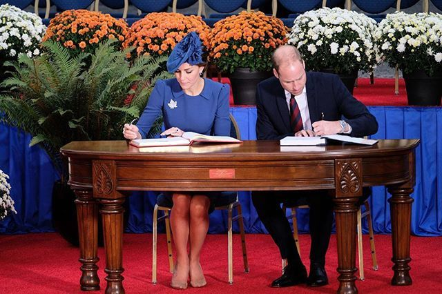 In conclusion, the William and Catherine put their signatures in two guest books: the Golden book of the Government of Canada and the Book of famous guests of British Columbia.