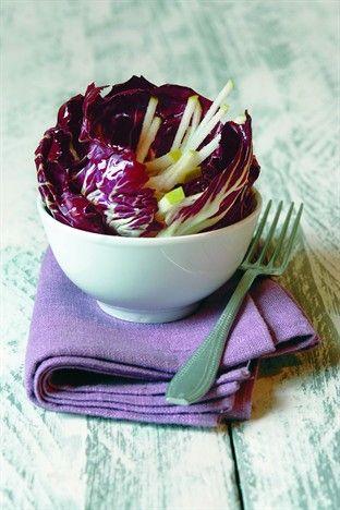 Salade de trévises et pommes râpées - Larousse Cuisine