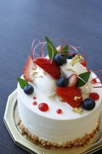 【誕生日等のお祝いに最適】ホールケーキ付記念日コース / イグレックテアトル