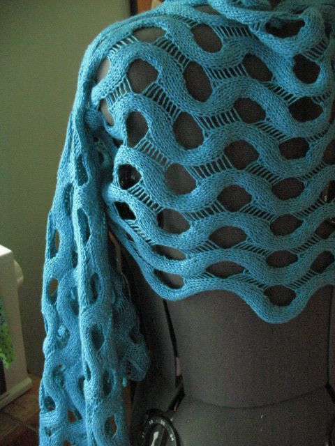 """""""summit"""" knitted scarf - free pattern - oh, my, this is fascinating"""