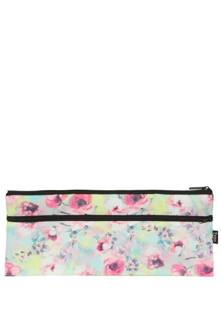 The patti case is the perfect size to fit all your pencils, pens, desk accessories and your 30cm ruler! Comes in amazing designs to match back with your folders and notebooks. Dimensions: 32cm x 13.5cm