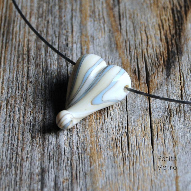 Ivory Heart: collarino con cuore in vetro di murano colore avorio di LampworkAndMore su Etsy