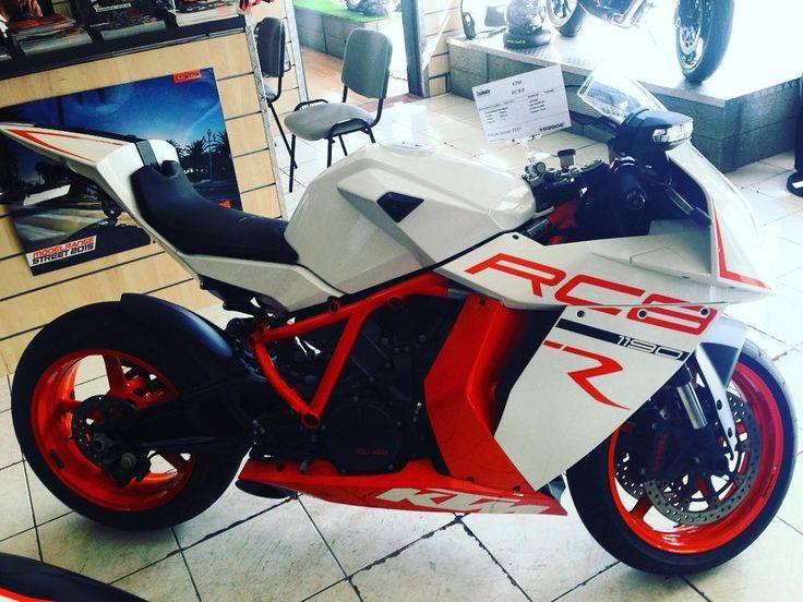 1190 RC8 R à venir découvrir dans votre concession KTM St Gilles Les Bains :D #moto #stgilles #974 #lareunion #RC8 #akrapovic  #essence #puissance #picoftheday #instagramers #motorcycle by topmoto_