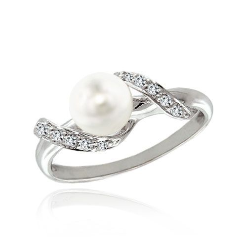 Pearl engagement rings—such a unique idea, and I have always been rather drawn to pearls…