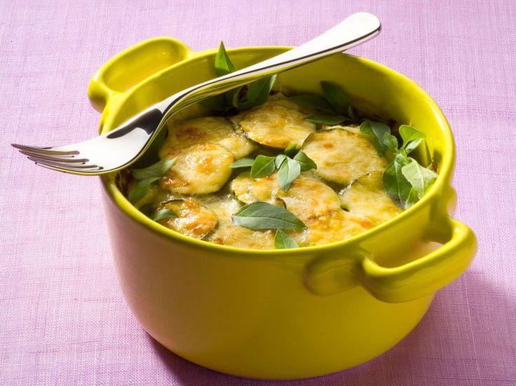 Découvrez la recette Gratin de courgettes au basilic sur cuisineactuelle.fr.