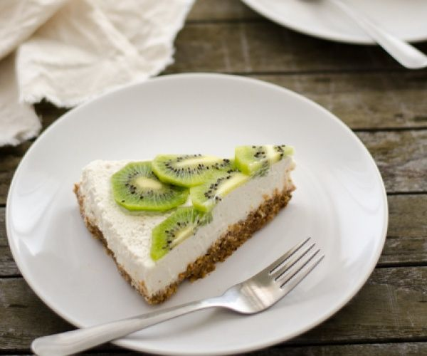 Healthy vegan, raw, sugar-free, gluten-free, lactose-free, and deeeelicious paleo kiwi lemon cheesecake