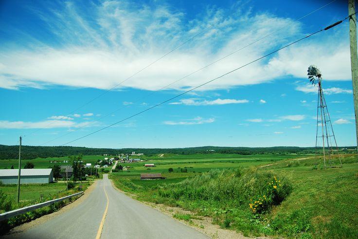Les belles routes de campagne de la Mauricie... Ici, le charmant village de St-Sévère ! http://ambiances.tourismemauricie.com/balades-et-trouvailles/?secteur=maskinonge#carte-wrapper