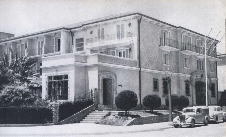 """Edificio de La Serena en 1959 Fotografía del Libro """"Chile"""" de Robert Gerstmann"""". - EnterrenoEnterreno"""