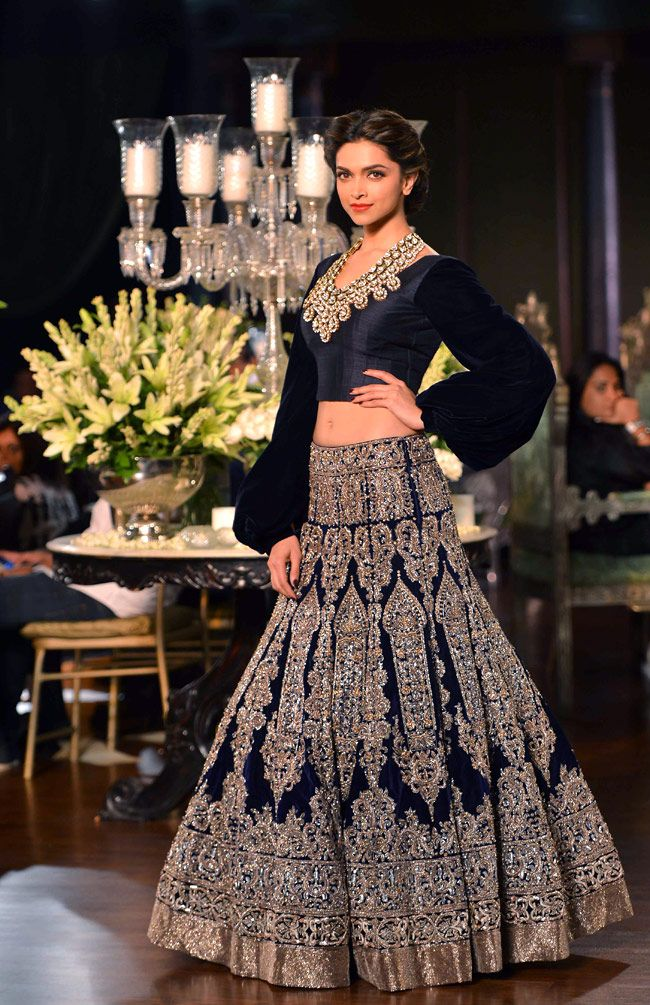 Deepika in 1930's inspired wedding collection by Manish Malhotra http://www.manishmalhotra.in/flash.html @ PCJ Delhi Couture Week, Aug, 2013 IndiaToday.in