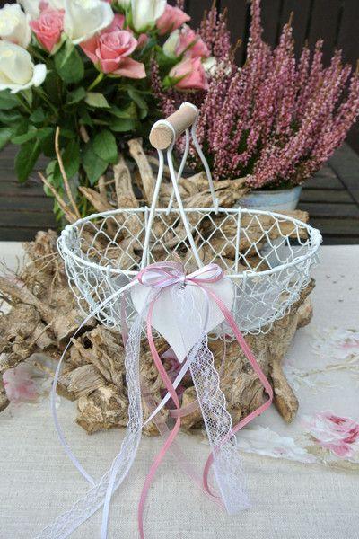 Hochzeitsdeko - Blumenkorb Streukörbchen LOVELY WEDDING - ein Designerstück von Papierwiese bei DaWanda