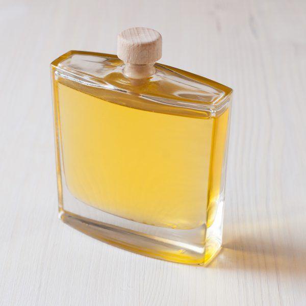 lehký, snadno vstřebatelný olej z maracuji - mučenky jedlé - zvláční vaši pokožku:)