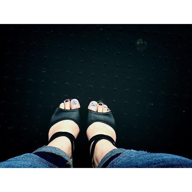 いつかのフットネイル! #pedicure#stonenails#selfnail#navy#white#ペディキュア#フットネイル#セルフネイル#ストーンネイル#セルフネイル部
