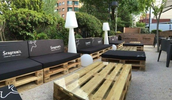 Las Terrazas Mas Bonitas Y Baratas De Madrid Terrazas Decoracion Terraza Muebles De Jardin