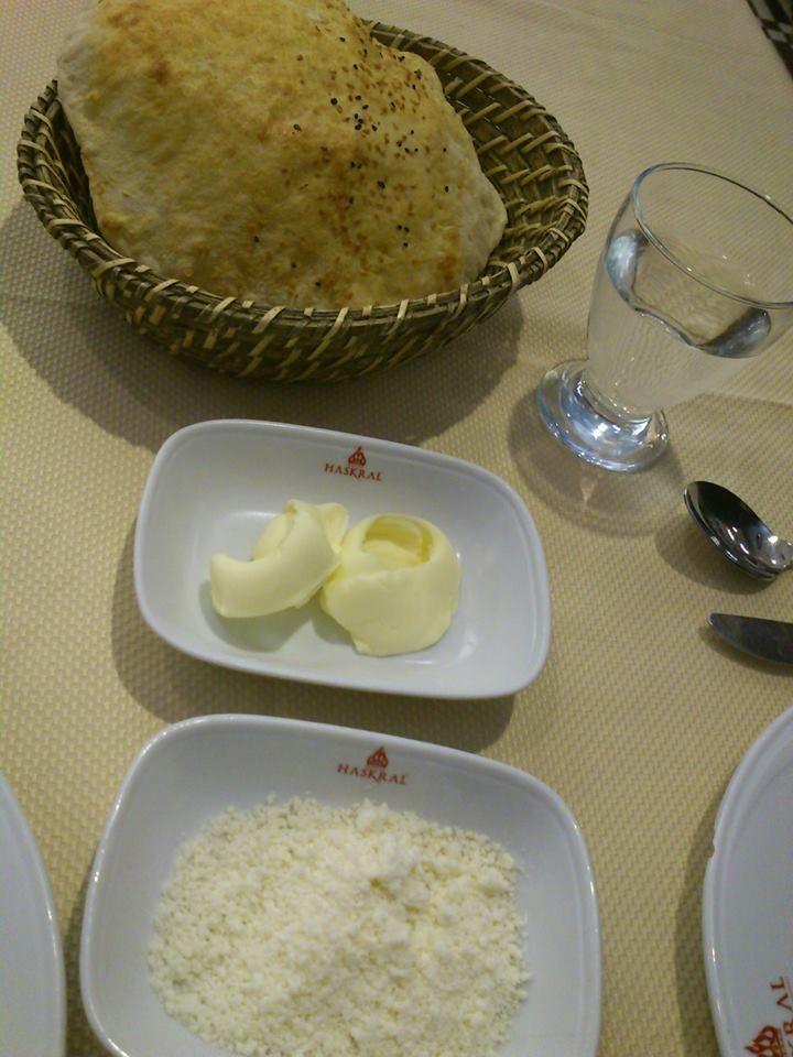 Pan, mantequilla y queso .... las maravillas simples de Turquía. ¡Aquí me quedo a vivir! #DionisioPimiento #Food #Foodie