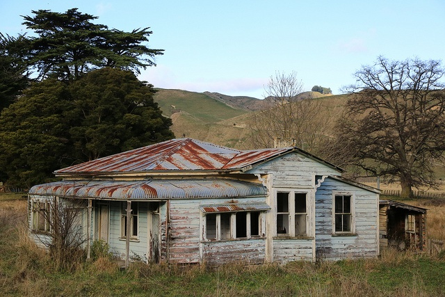 Villa Farm House Mangaweka Abandoned in New Zealand by eriagn, via Flickr