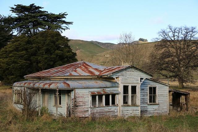 Villa Farm House Mangaweka Abandoned in New Zealand by eriagn, via Flickr