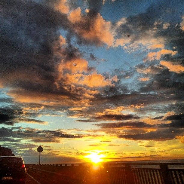 #riseandshine #pietraligure #sunrise #sun #sky #red #beautiful #morning pic @liviacamillaclementi