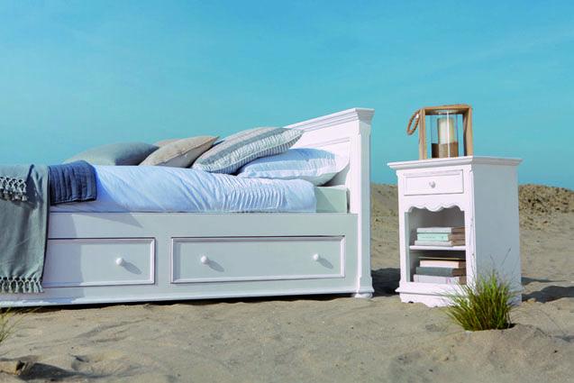 Les 61 meilleures images propos de style bord de mer for Meubles blancs style bord de mer