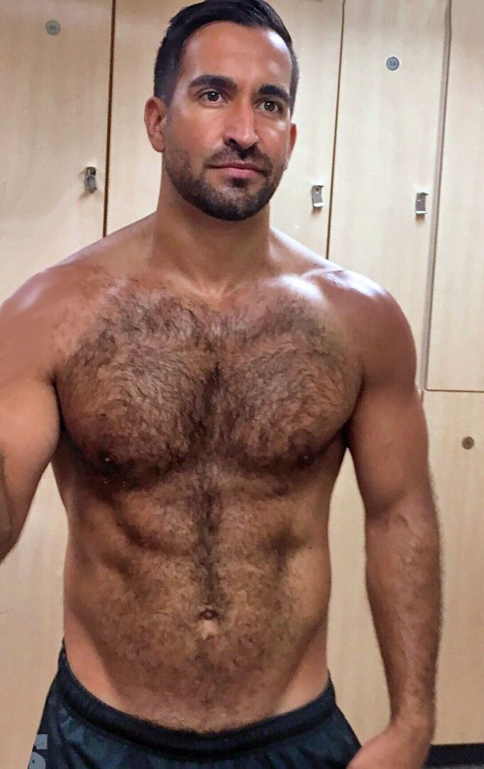 Shemale With Hairy Hunk 93