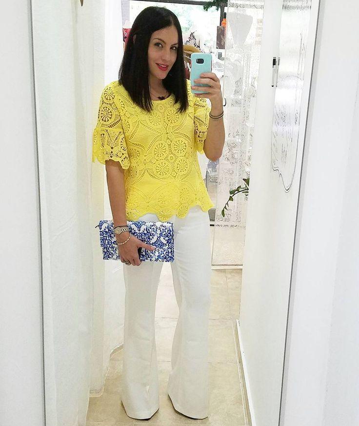 Clásica. Blusa en encaje amarilla, pantalomes tipo campana y cartera disponibles @shopahlalaa😉Classic. Yellow lace top, white bell bottoms and clutch available @shopahlalaa😉#onestopshop #fashion #fashionforward #fashionfortrendsetters #trendsetter #unique #uniquefashion #fashiongoods #moda #modaparameninas #boutique #boutiqueshopping #shopping #shoppingonline #onlineshopping #onlineboutique #onlineshop #tagsforlikes #fashiongoods #fashionblogger #stylemafia #stylesquad #style…