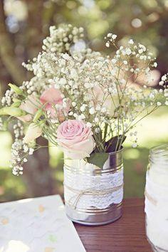 Décoration mariage : conserve + dentelle + ficelle