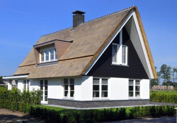 Rieten kap met overstek en strakke dakkapel