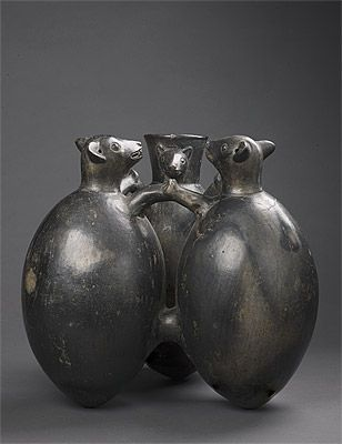 | Vessel in the form of three bats