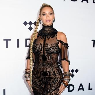 Beyonce has been praised as a ''hard worker'' and a ''timeless performer'' by her choreographers Ashley Everett and Chris Grant.